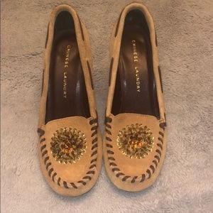 Women's moccasin style heel.